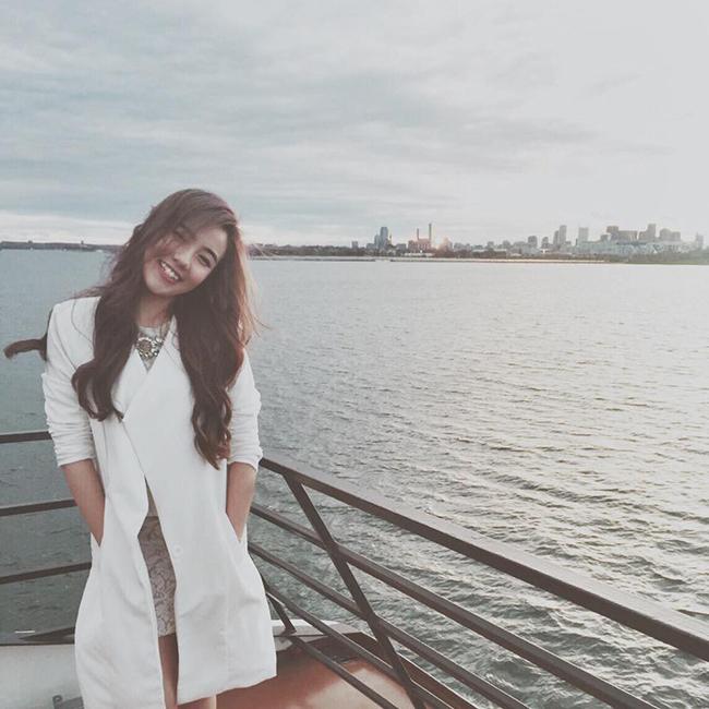 Hot girl Mie dành chút thời gian để thăm thú thành phố Boston
