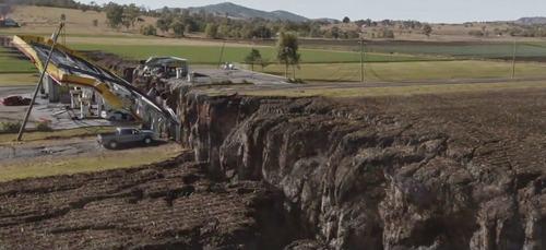 Phim về động đất của sao  Fast 7 ra mắt bất chấp dư luận - 3