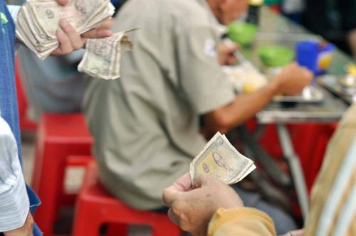 """Quán cơm """"thần tiên"""" 2.000 đồng giữa Sài Gòn - 4"""