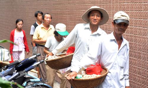"""Quán cơm """"thần tiên"""" 2.000 đồng giữa Sài Gòn - 2"""