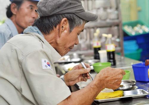 """Quán cơm """"thần tiên"""" 2.000 đồng giữa Sài Gòn - 1"""