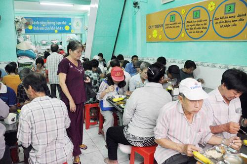 """Quán cơm """"thần tiên"""" 2.000 đồng giữa Sài Gòn - 9"""