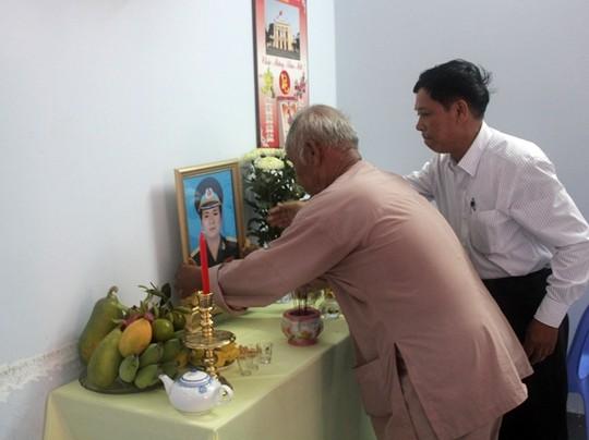 Đưa thi thể phi công Nguyễn Anh Tú về thăm nhà - 2