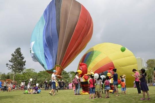 Lễ hội khinh khí cầu: Khinh khí cầu không bay, chỉ đứng - 1