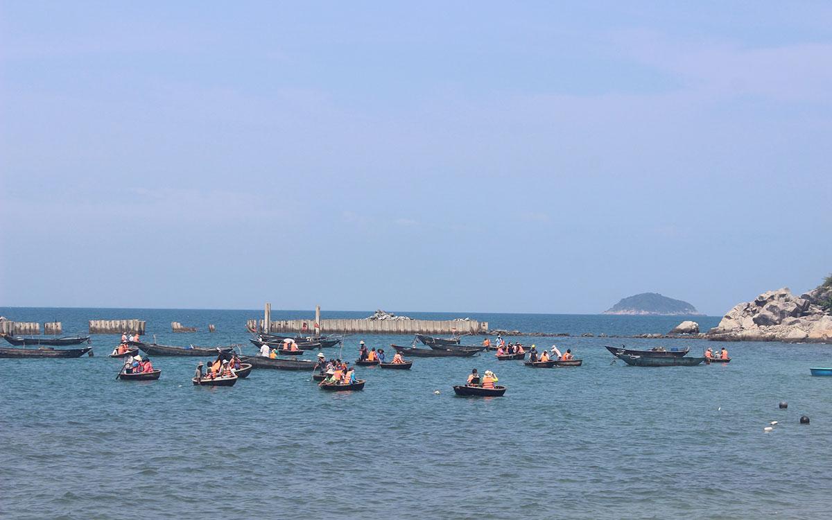 """Chợ hải sản tươi ngon có """"view đẹp nhất nhì Việt Nam"""" - 10"""