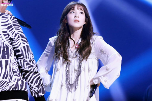 """Dara (2NE1) """"quẩy"""" hết cỡ cùng đàn anh trên sân khấu - 3"""