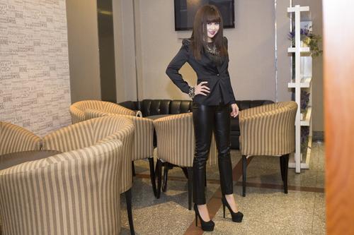 Lưu Thiên Hương và gu thời trang ngấp nghé tứ tuần - 9