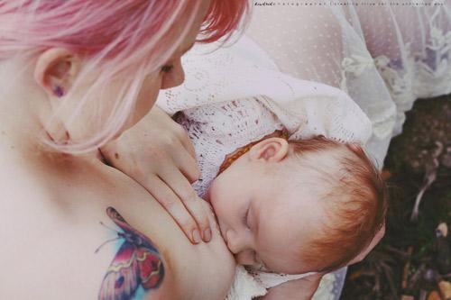 15 bức ảnh mẹ cho con bú khiến ai cũng mê đắm - 13