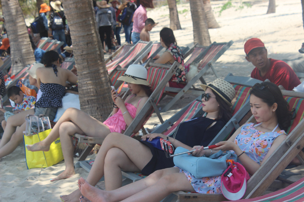 Chùm ảnh: Đảo Cù Lao Chàm hút du khách dịp nghỉ lễ - 1