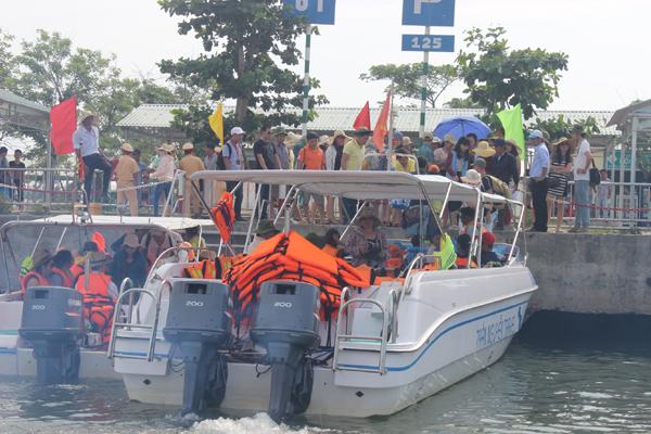 Chùm ảnh: Đảo Cù Lao Chàm hút du khách dịp nghỉ lễ - 4