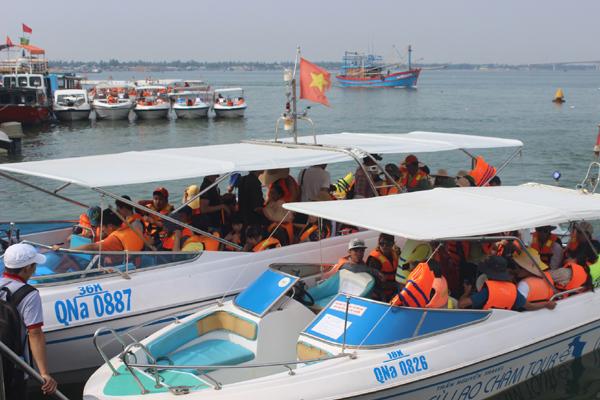 Chùm ảnh: Đảo Cù Lao Chàm hút du khách dịp nghỉ lễ - 7