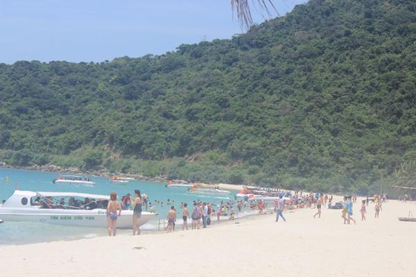 Chùm ảnh: Đảo Cù Lao Chàm hút du khách dịp nghỉ lễ - 8
