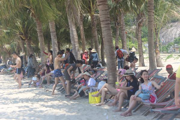 Chùm ảnh: Đảo Cù Lao Chàm hút du khách dịp nghỉ lễ - 11