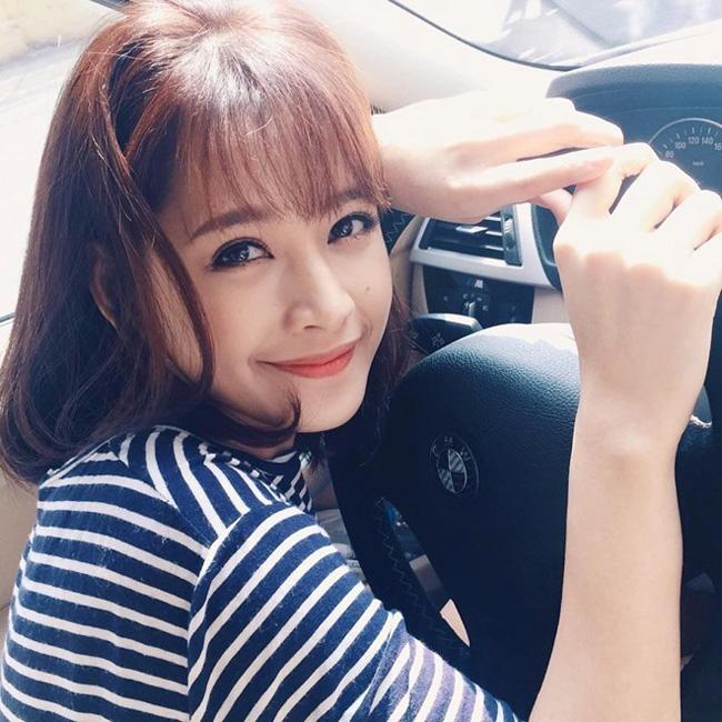 Đi lên từ chính năng lực, Chi Pu đã kịp sắm cho mình chiếc xe hơi trị giá 2 tỷ đồng ở tuổi 21.