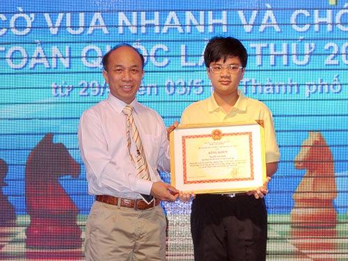 Khen thưởng kỳ thủ Nguyễn Anh Khôi - 1
