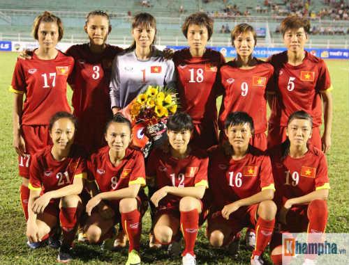 Bóng đá nữ thắng trận, những cảm xúc chạnh lòng - 1