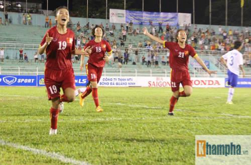 Bóng đá nữ thắng trận, những cảm xúc chạnh lòng - 9