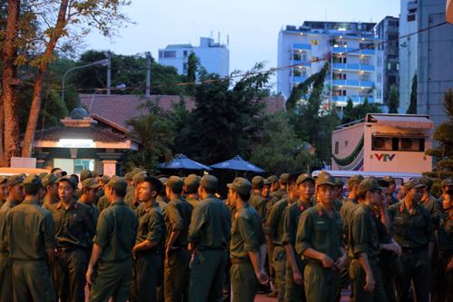 Hàng ngàn chiến sỹ nô nức cổ vũ liveshow Thanh Thúy - 2