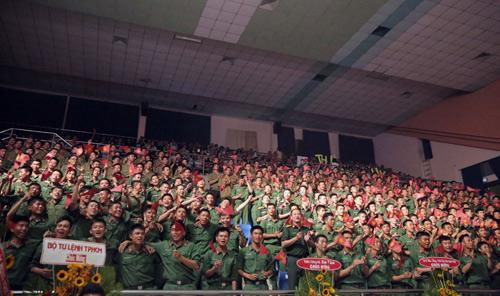 Hàng ngàn chiến sỹ nô nức cổ vũ liveshow Thanh Thúy - 3