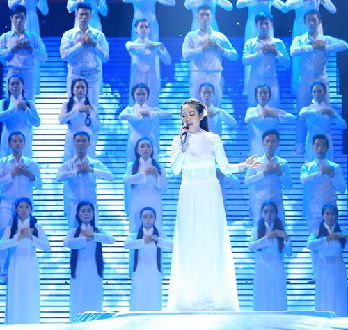 Hàng ngàn chiến sỹ nô nức cổ vũ liveshow Thanh Thúy - 4