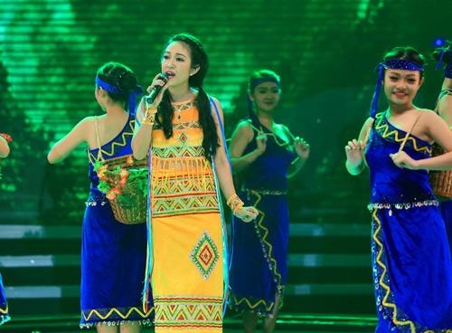 Hàng ngàn chiến sỹ nô nức cổ vũ liveshow Thanh Thúy - 11