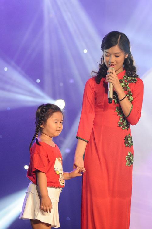 Hoàng Yến Chibi ngọt ngào hát hit Hiền Thục - 1