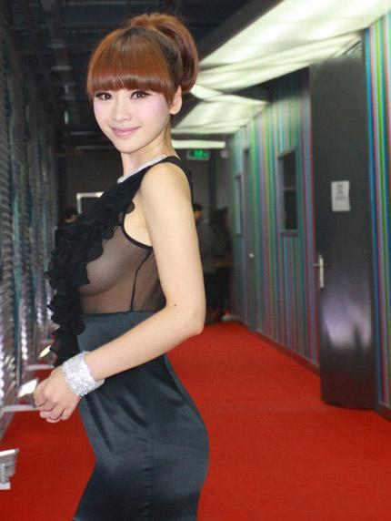 """""""Hết hồn"""" với váy xuyên thấu của mỹ nữ Trung Quốc - 9"""