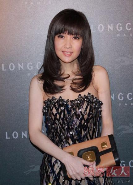 """""""Hết hồn"""" với váy xuyên thấu của mỹ nữ Trung Quốc - 11"""