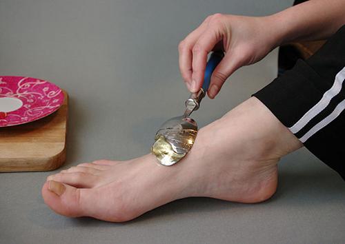 Mẹo chăm sóc đôi bàn tay đẹp, bàn chân mịn - 5