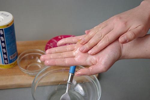 Mẹo chăm sóc đôi bàn tay đẹp, bàn chân mịn - 4