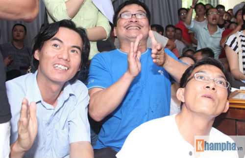 """Người đẹp Hồng Ánh xem boxing """"long tranh hổ đấu"""" - 9"""