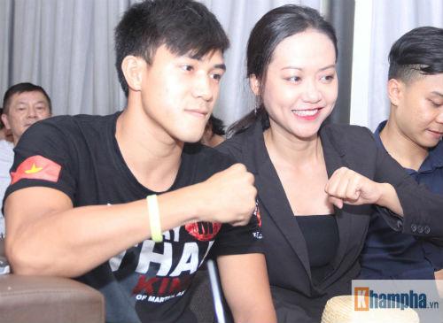 """Người đẹp Hồng Ánh xem boxing """"long tranh hổ đấu"""" - 4"""