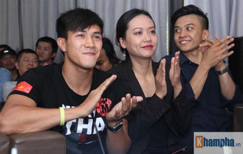 """Người đẹp Hồng Ánh xem boxing """"long tranh hổ đấu"""" - 8"""
