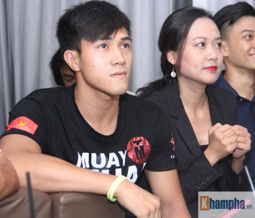 """Người đẹp Hồng Ánh xem boxing """"long tranh hổ đấu"""" - 10"""