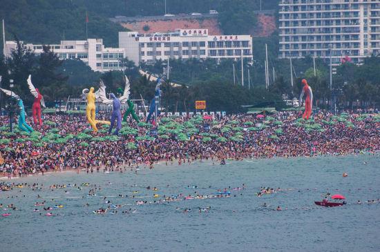 Chùm ảnh: Bãi biển TQ đặc kín người dịp nghỉ lễ - 4