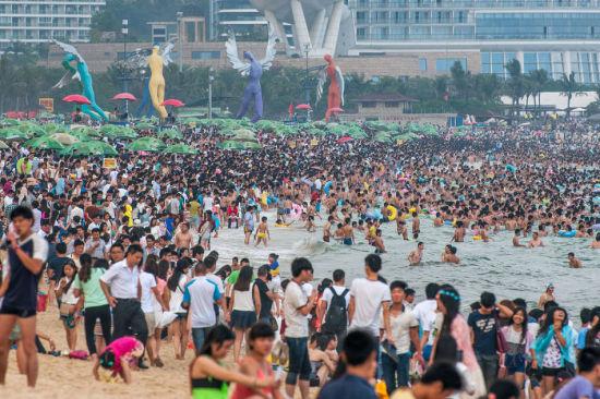 Chùm ảnh: Bãi biển TQ đặc kín người dịp nghỉ lễ - 1