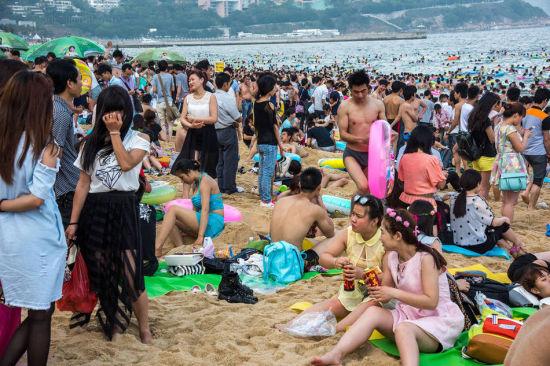 Chùm ảnh: Bãi biển TQ đặc kín người dịp nghỉ lễ - 9