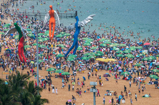 Chùm ảnh: Bãi biển TQ đặc kín người dịp nghỉ lễ - 6