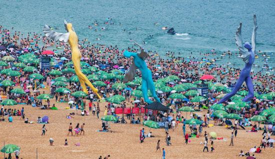 Chùm ảnh: Bãi biển TQ đặc kín người dịp nghỉ lễ - 5