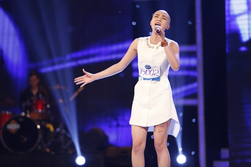 """""""Mỹ nhân đầu trọc"""" bị loại khỏi Top 10 Vietnam Idol - 1"""