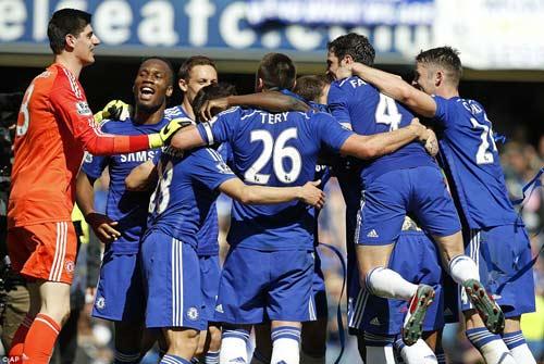 """Chùm ảnh Chelsea """"nổ tung"""" ăn mừng chức vô địch - 1"""