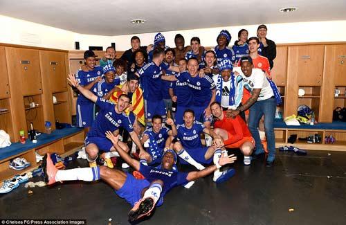 """Chùm ảnh Chelsea """"nổ tung"""" ăn mừng chức vô địch - 10"""
