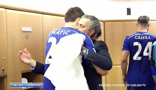 """Chelsea """"lên đỉnh"""", Mourinho sướng """"phát điên"""" - 1"""