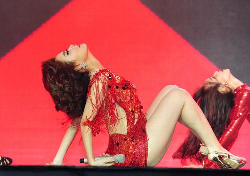 Hoàng Thùy Linh nhảy sexy, xóa tan tin đồn cấm diễn - 5