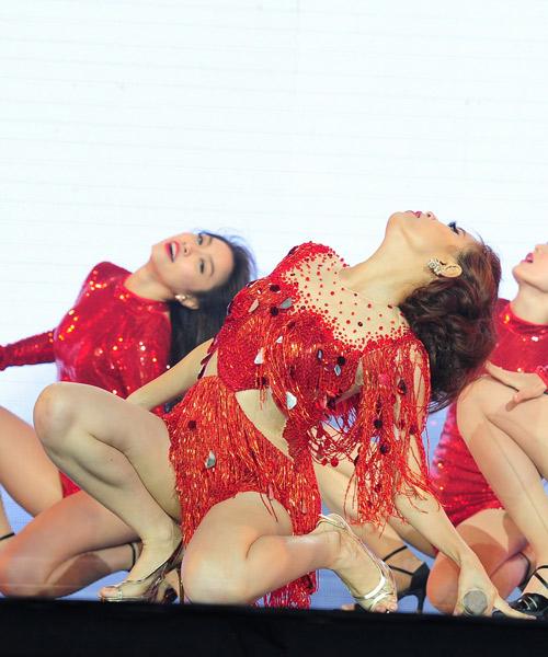 Hoàng Thùy Linh nhảy sexy, xóa tan tin đồn cấm diễn - 7