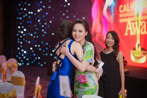 """Diễm Hương """"một chín một mười"""" với HH Hoàn vũ 2007 - 2"""