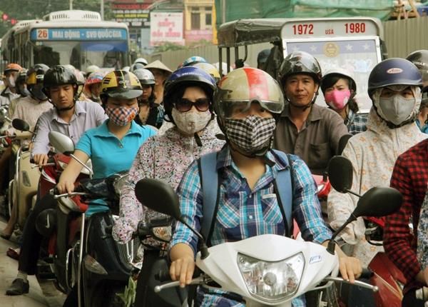 Sau nghỉ lễ, người Hà Nội lại leo vỉa hè đi làm - 4