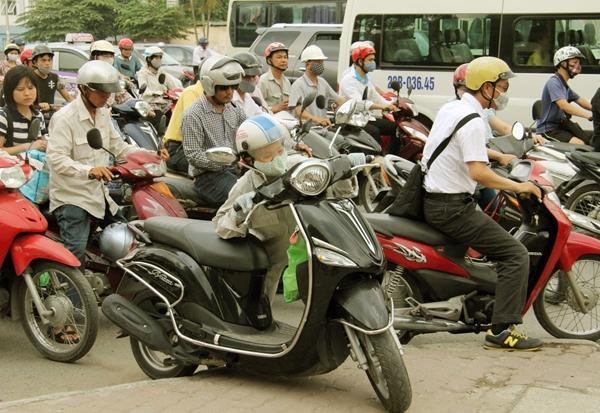 Sau nghỉ lễ, người Hà Nội lại leo vỉa hè đi làm - 8
