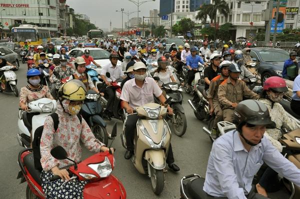 Sau nghỉ lễ, người Hà Nội lại leo vỉa hè đi làm - 12