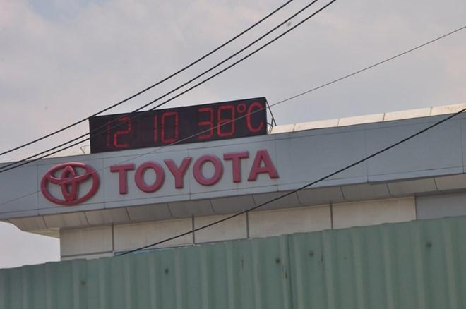 """TP.HCM """"quay cuồng"""" với nắng nóng xấp xỉ 40 độ C - 2"""